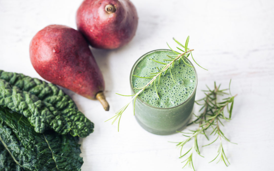 Superfood Green Smoothies and Juice for Fall